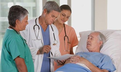 В амбулаторных условиях пациент пребывает до 10 дней после операции, за это время врач проводит исследование брюшной полости и пахового канала