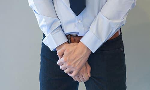 Паховая грыжа без операции влечет за собой ряд негативных последствий, включая постоянный дискомфорт, боль, нарушение потенции и заболевания ЖКТ