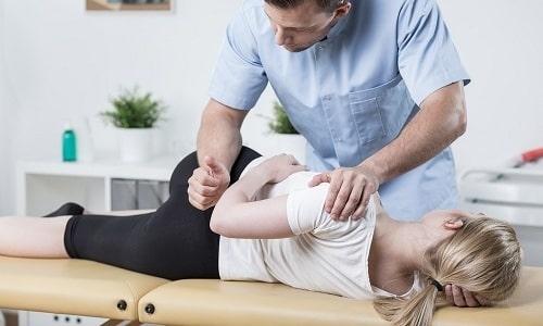 Физиотерапевтическое лечение грыжи достаточно эффективно. Это может быть мануальная терапия