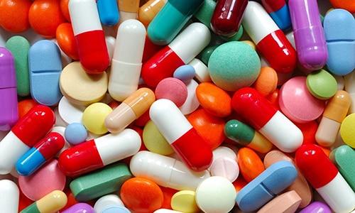 Прием препаратов - главное направление лечения при грыже