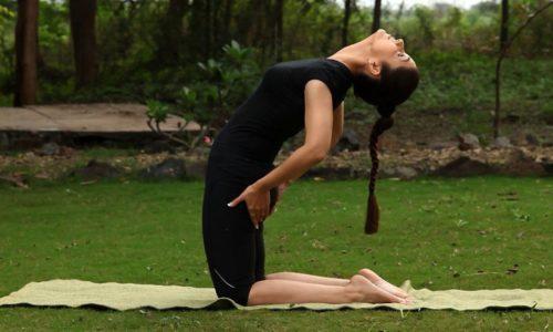 Упражнения тибетской гимнастики помогают укрепить мышечный корсет спины, что положительно сказывается на состоянии шейного отдела позвоночника