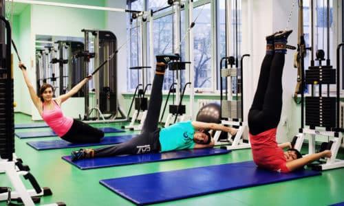Помимо физиотерапии, массажа и лечебной физкультуры, в терапевтический комплекс включаются занятия на специальных тренажерах