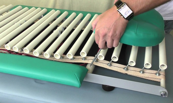 Аутогравитационная кушетка Грэвитрин работает по принципу саморастяжения позвоночного столба под воздействием веса тела пациента