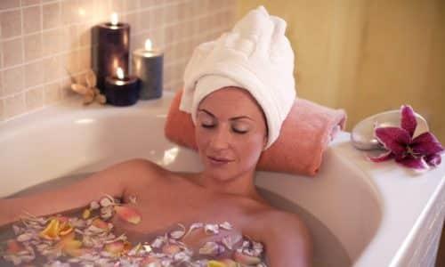При наличии воспаления, инфильтрации окружающих тканей и некоторых других патологиях, сопутствующих грыже, могут быть назначены лечебные ванны