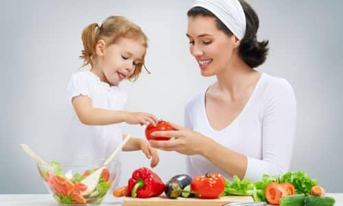 Важную роль в профилактике защемления грыжи у детей играет правильное питание, препятствующее развитию запоров, своевременное лечение простудных заболеваний