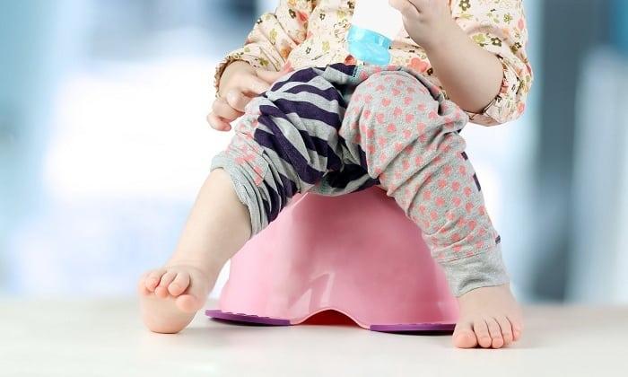 Малыш должен соблюдать диету, главная цель которой - обеспечение регулярного стула