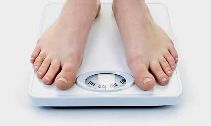 Иногда лишний вес является причиной развития пупочной грыжи