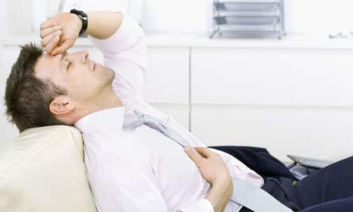 При ущемлении нервных окончаний возникает слабость в нижних конечностях