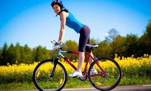 Теоретически катание на велосипеде при грыже поясничного отдела позвоночника может предотвратить застой крови и укрепить мышцы спины