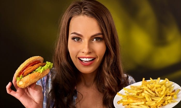 Даже неправильное питание может стать причиной появления грыжи нижнего века