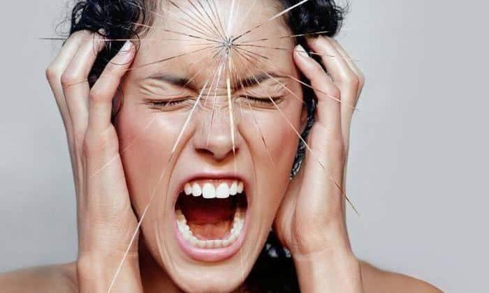 Одна из причин появления грыжи нижнего века - это стрессовые ситуации
