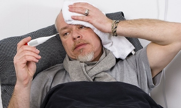 Нередко ущемление грыжи сопровождается повышением температуры тела