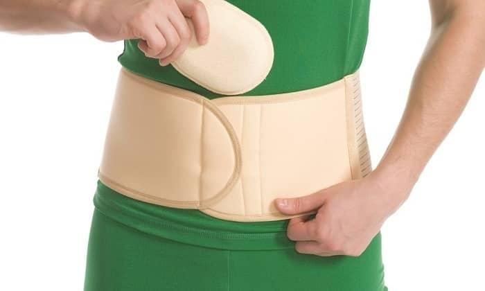 Сразу после снятия швов нужно носить специальный широкий пояс