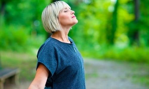 Комплекс ЛФК для взрослых включает дыхательную гимнастику