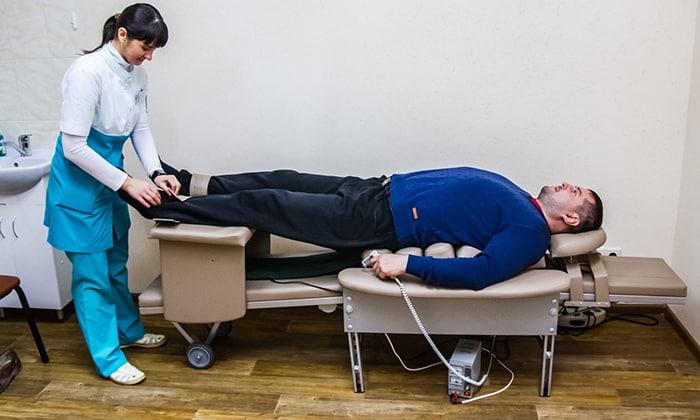 Аутогравитационная терапия основана на вытяжении позвоночника, в качестве противовеса используется собственная масса тела, пациент находится в горизонтальном положении