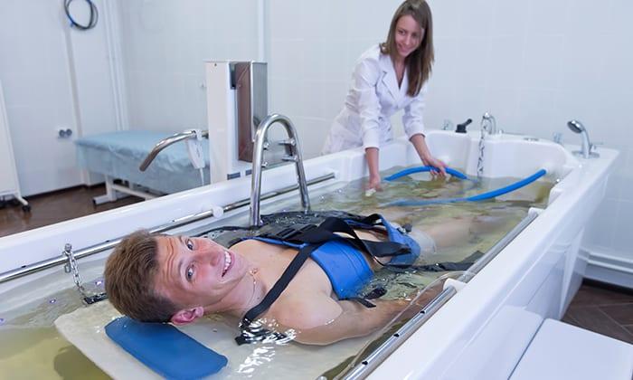 Подводное вытяжение позвоночника более эффективно, так как кушетка с пациентом погружается в ванну