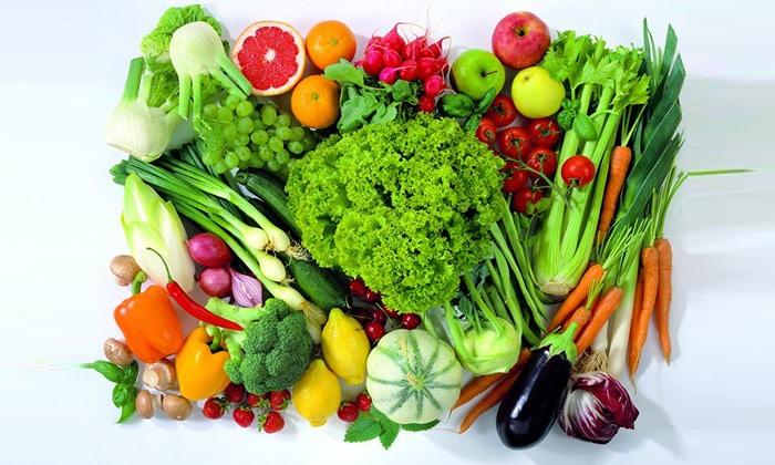 Рацион должен быть богат витаминами, микроэлементами, углеводами, белками и жирами