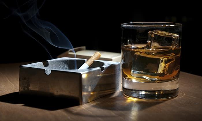 Курение и употребление алкоголя оказывают негативное действие на весь организм, в т. ч. и на позвоночник