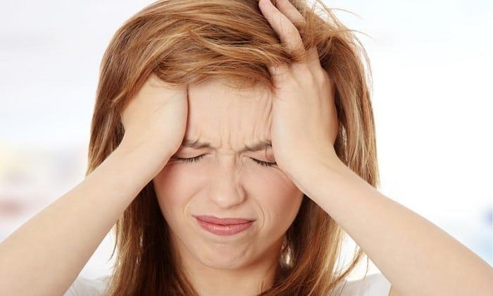 При поражении шейного отдела позвоночника у человека появляются головные боли