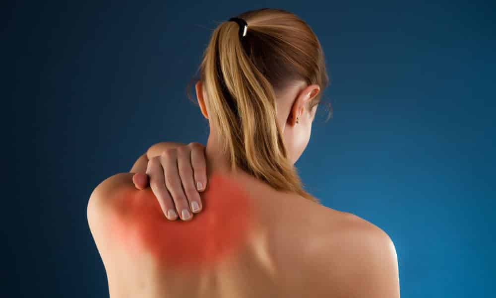 Межпозвоночная грыжа грудного отдела. Боль сосредотачивается в верхней части спины и в области диафрагмы