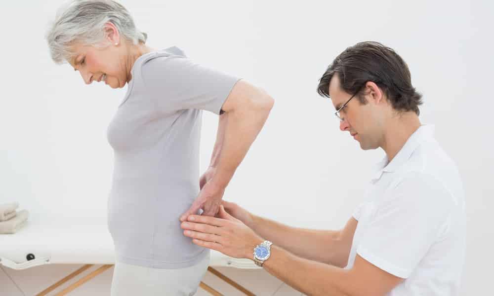 Межпозвоночная грыжа поясничного отдела. Характеризуется болью в области спины. Наиболее сильный дискомфорт появляется в пояснице