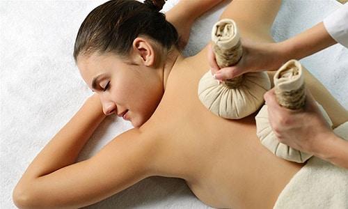 Компрессы тоже очень популярны при лечении грыжи Шморля, существует множество рецептов, с индивидуальными подходами к организму пациента