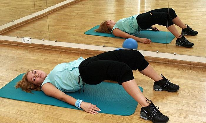 Чтобы уменьшить нагрузку на поясничный отдел позвоночника, выполняется упражнения на укрепление пресса, мышц спины