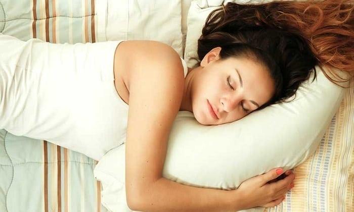 Неприятные симптомы развития грыжи Шморля проходят после отдыха в положении лежа
