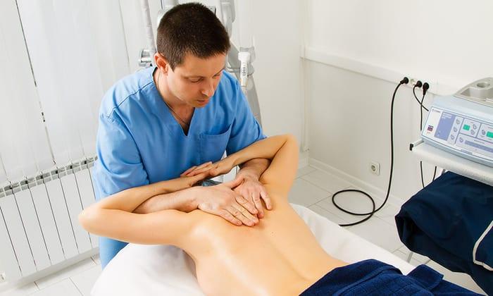 Мануальная терапия - точечный массаж улучшает капиллярное кровоснабжение позвонков, снимает мышечные спазмы, способствует восстановлению хрящевой ткани
