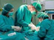 Как проводится операция по удалению грыжи белой линии живота у детей