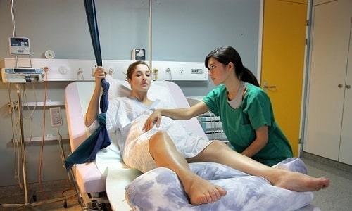 Использовать инверсионный стол при грыже специалисты рекомендуют также для восстановления после родов
