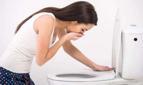 Таблетки нередко провоцируют тошноту и рвоту, становятся причиной запора или поноса, вызывают другие осложнения
