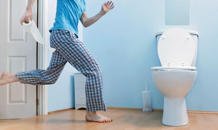 К факторам, ослабляющим брюшную стенку, так же относятся нарушения процесса мочеиспускания, хронические запоры