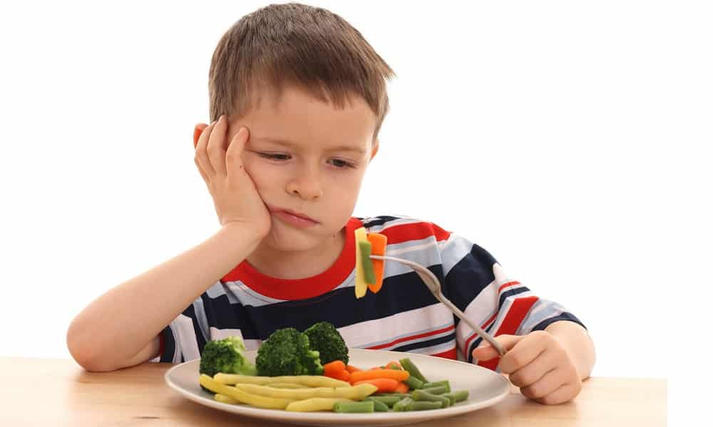 При грыже яичка у ребенка снижается аппетит